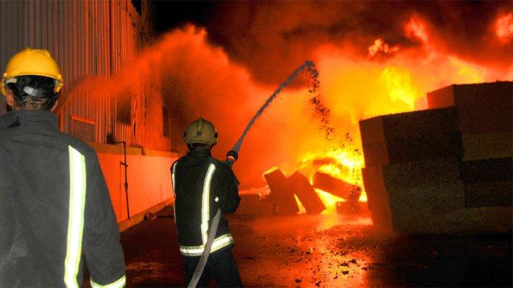 Photo of دبي: إندلاع حريق في مقر سكني قيد الإنشاء قرب برج خليفة