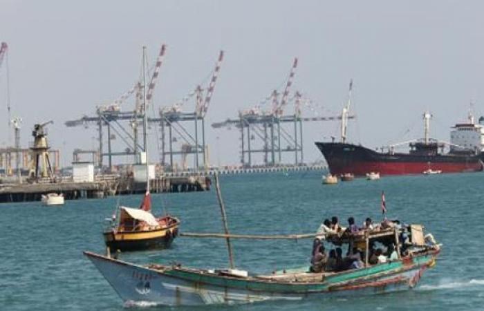 Photo of سماع دوي انفجار عنيف في ميناء عدن