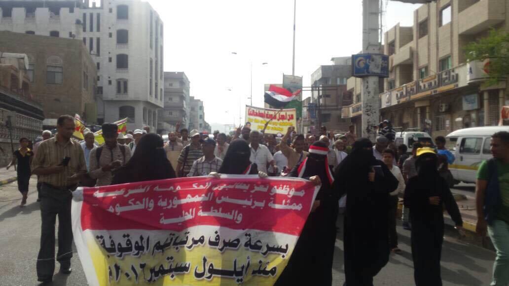 """Photo of """"البطون الخاوية"""" تنطلق صوب عدن ومخاوف من إعاقة مسارها"""