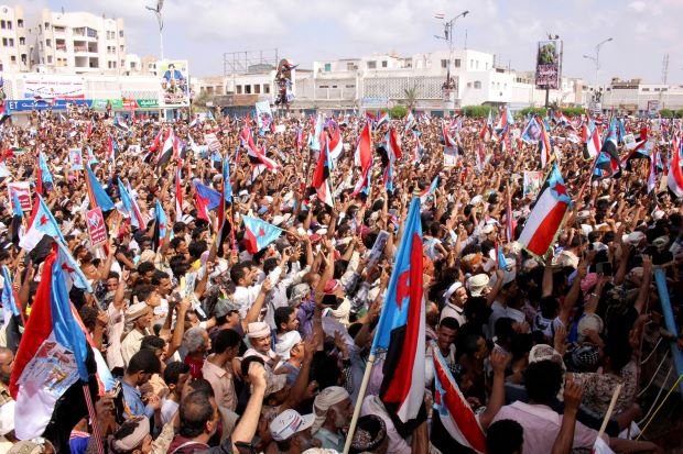 Photo of Thousands protest at Yemen president's sacking of southern leaders