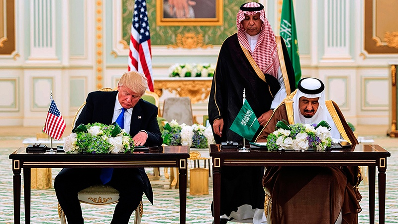 Photo of نواب في الكونغرس يطالب برفض صفقة الأسلحة التي أبرمها ترامب في السعودية