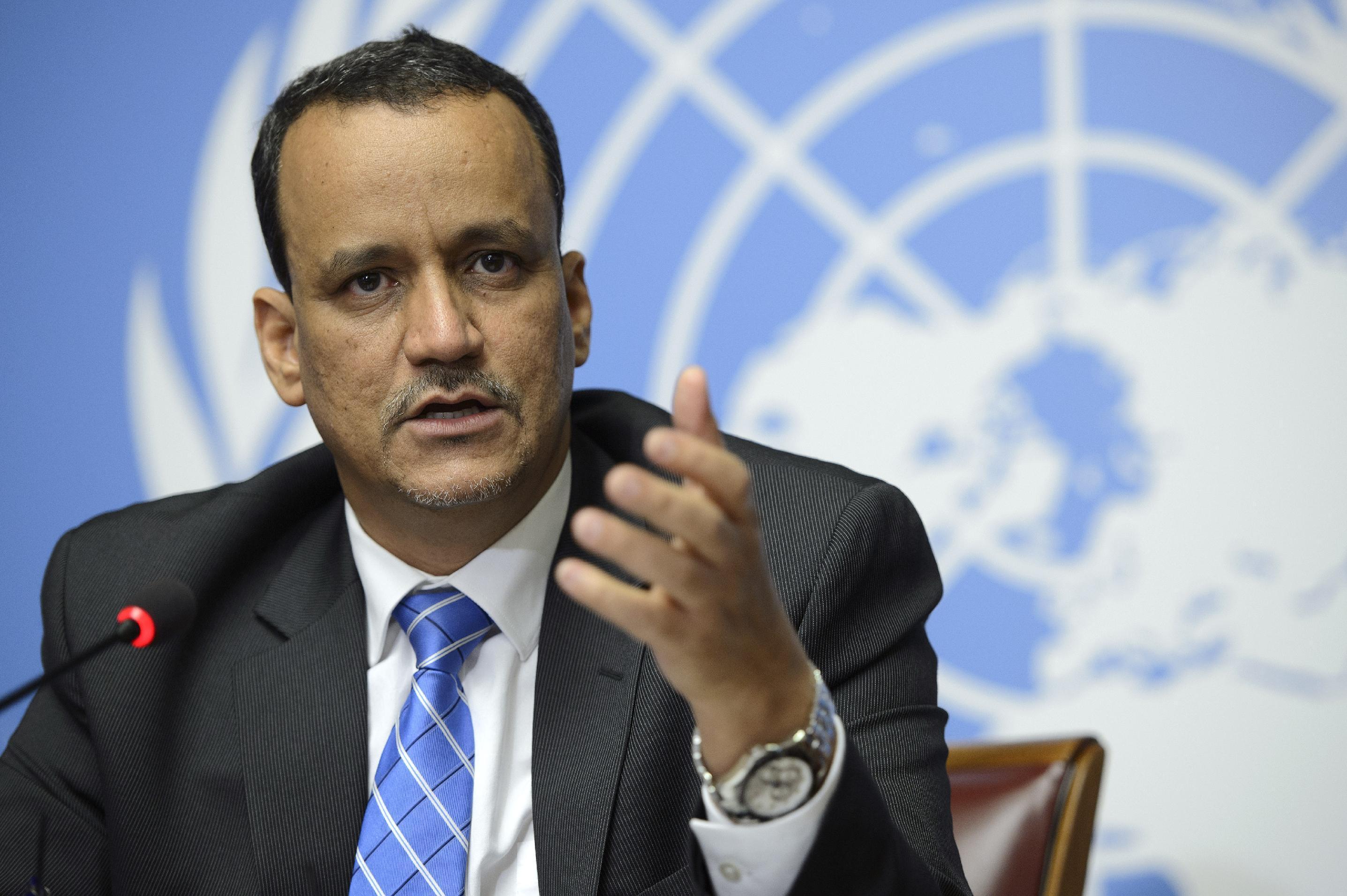 Photo of Yemeni Protesters pelt UN envoy's motorcade with rocks, eggs