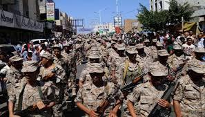 Photo of في ظل الشرعية.. هكذا يتم صرف رواتب الجنود في تعز
