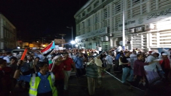 """Photo of حكومة بن دغر في عدن أمام خيارين فقط """"الكهرباء أو الرحيل"""""""
