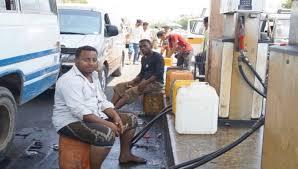 Photo of أزمة مشتقات نفطية في عدن..السوق السوداء تعاود