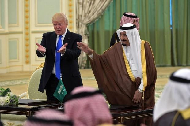 Photo of الغارديان تحذر ترامب من إلغاء الاتفاقية النووية مع إيران