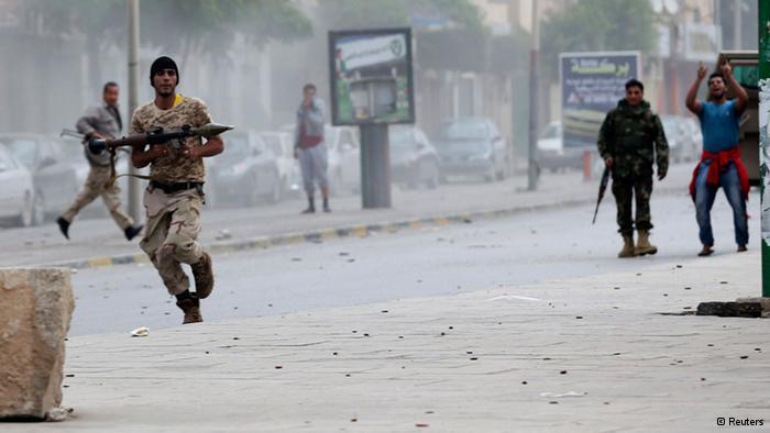 Photo of Aden:18 injured in clashes between Yemen rival factions