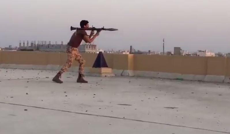 Photo of بالفيديو: القوات السعودية تهاجم منازل المواطنيين في القطيف بمختلف الاسلحة