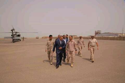 """Photo of """"بن دغر"""" في مدينة المخا .. زيارة ساعة ولا القطيعة!!"""