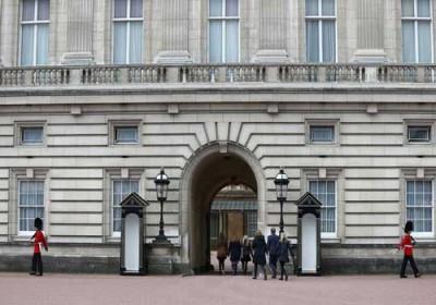 Photo of لندن:إصابة ضابطين في هجوم بسكين خارج قصر باكنغهام