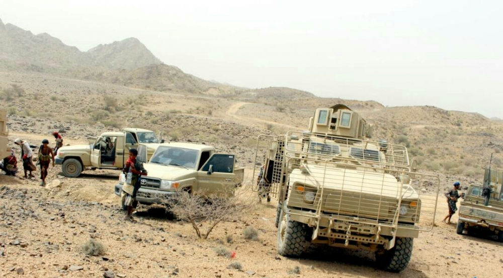 Photo of مصادر: اشتباكات عنيفة بين مجاميع مسلحة موالية للتحالف في تعز