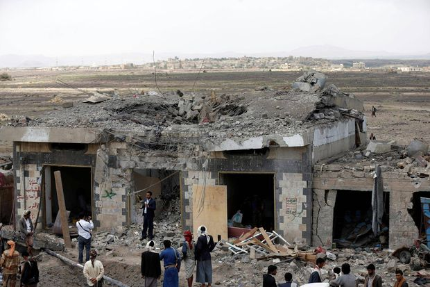 Photo of Air strikes by Saudi-led coalition on Yemen hotel kill 60: officials