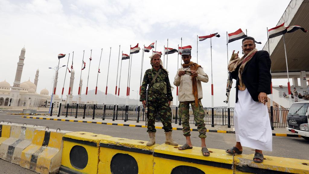 Photo of Yemen's Houthis declare 'emergency state' in Sana'a