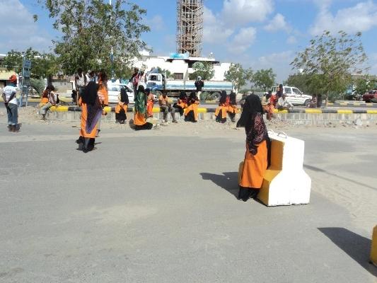 Photo of عدن: عمال النظافة يعلنون الإضراب عن العمل حتى تسليم اجورهم الشهرية