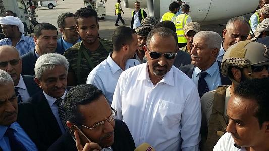 Photo of عاجل : بن دغر وقيادة الانتقالي يغادرون عدن وأنباء عن تشكيل حكومة توافقية