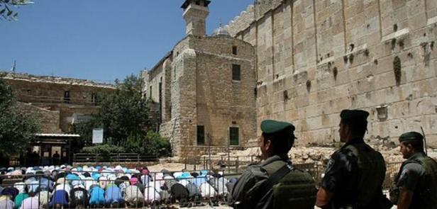 Photo of 24 عاماً على مجزرة الحرم الابراهيمي، غصة في القلب وحقٌ يأبى النسيان