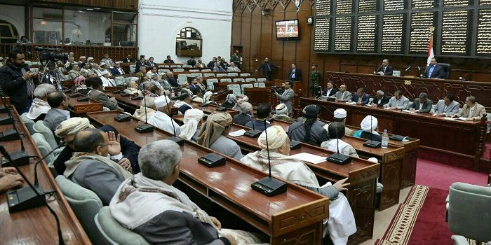Photo of اليمن: شرعية هادي تتلقى ضربة جديدة وتعترف بفشلها في عقد جلسة للبرلمان في عدن