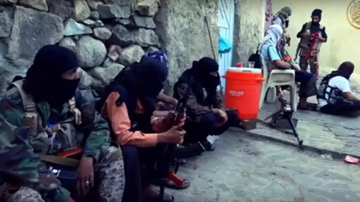 Photo of حضرموت: تنظيم القاعدة يفجر مقراً أمنياً