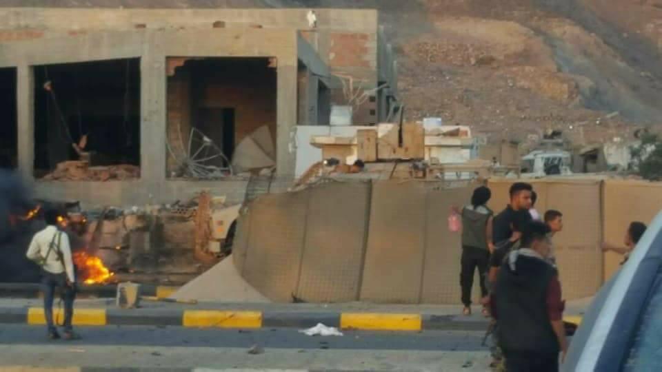 Photo of عدن: هجوم انتحاري يستهدف مبني مكافحة الإرهاب بمديرية التواهي