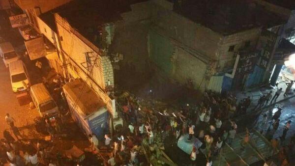 Photo of عدن: انهيار عمارة سكنية على رؤوس ساكنيها في كريتر