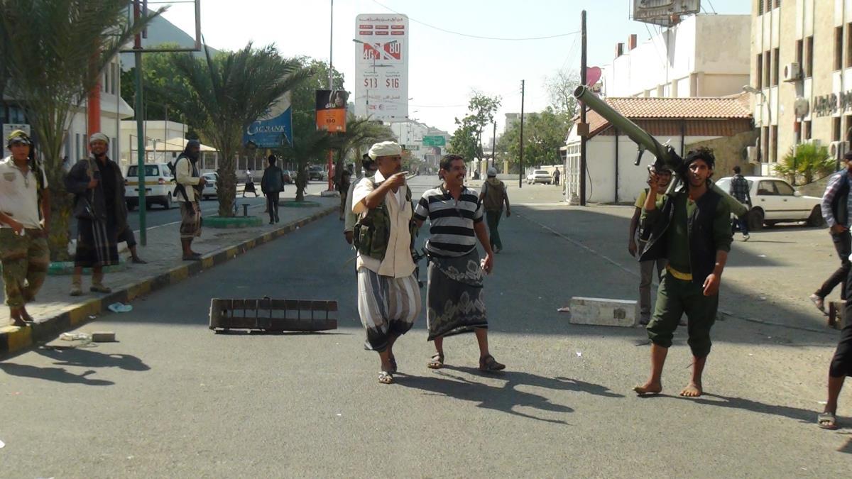 Photo of اشتباكات عنيفة في مدينة عدن تثير هلع السكان
