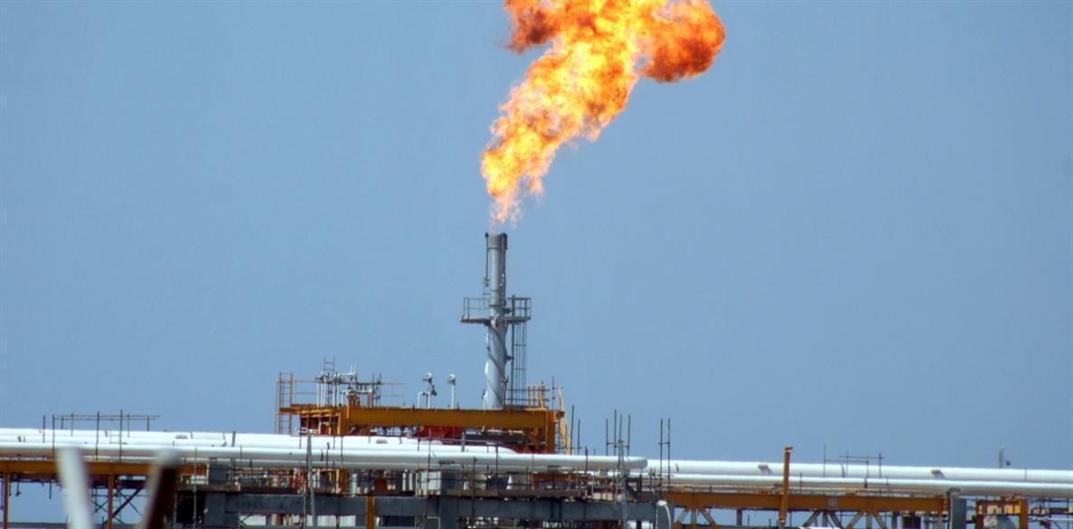 Photo of عدن: «الحزام الأمني» يفضّ بالقوة اعتصام عمّال لشركة النفط