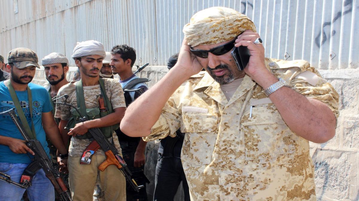 Photo of عدن: الإمارات تعتقل مرافق الزبيدي وتلوّح بتسليمه لطارق