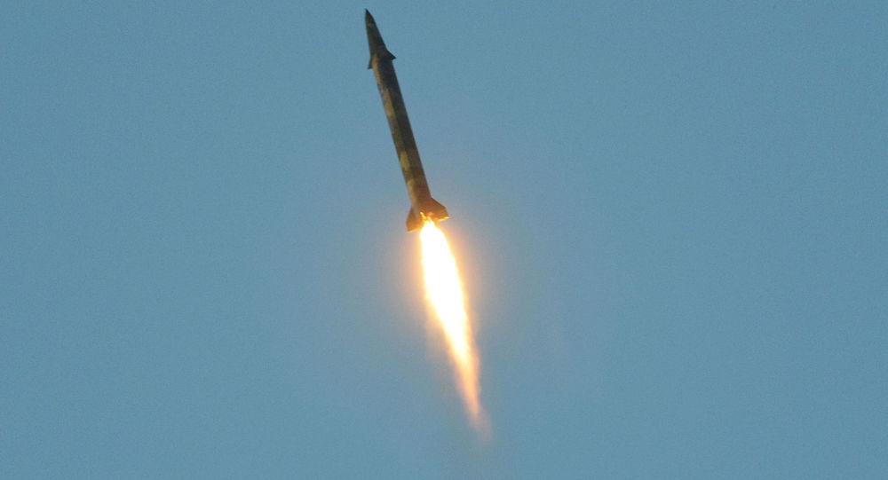 Photo of الحوثي يقدم مبادرة لإيقاف إطلاق الصواريخ على السعودية