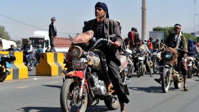 Photo of لماذ انتشرت الدراجات النارية في العاصمة صنعاء؟