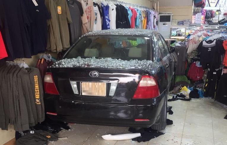 """Photo of بعد السماح للنساء بقيادة السيارة..هذا مافعلته سعودية في محل ملابس """"بالفيديو"""""""