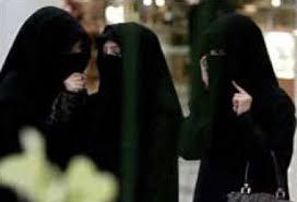Photo of شاهد:سعوديتان معلقتان في الهواء
