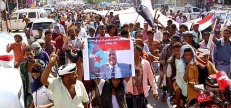 Photo of أبين … مظاهرات لحراك باعوم تطالب برحيل التحالف وإسقاط حكومة هادي