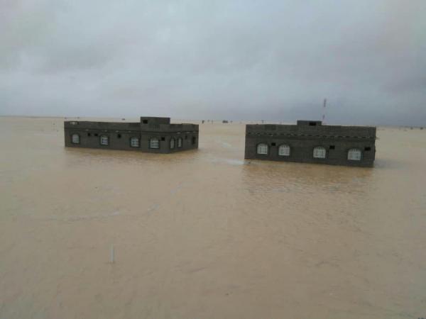 Photo of المهرة .. مقتل 3 مواطنيين جراء اعصار لبان