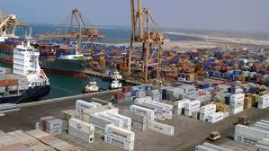 Photo of وزارة النفط: التحالف يمنع دخول السفن النفطية إلى ميناء الحديدة