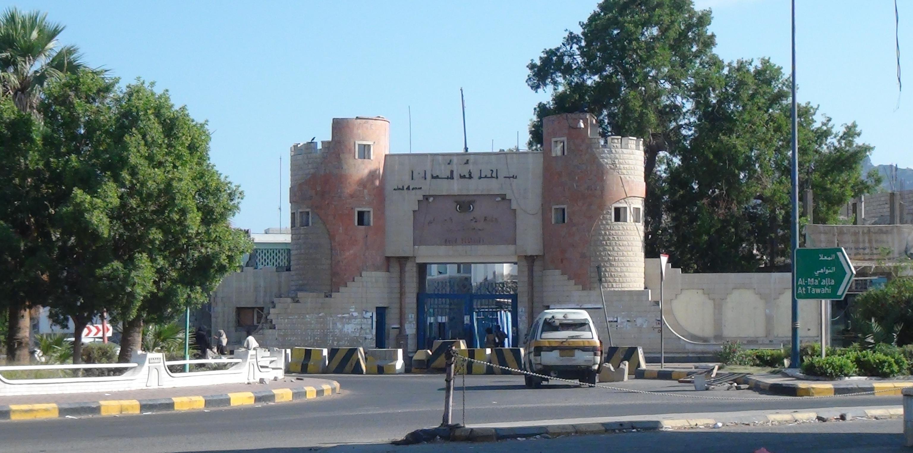 Photo of قيادي موالي للإمارات ينهب أراضي المواطنين (وثيقة)