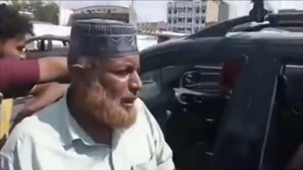 Photo of شاهد..قائد الحزام الأمني في عدن يعتدي على رجل مسن