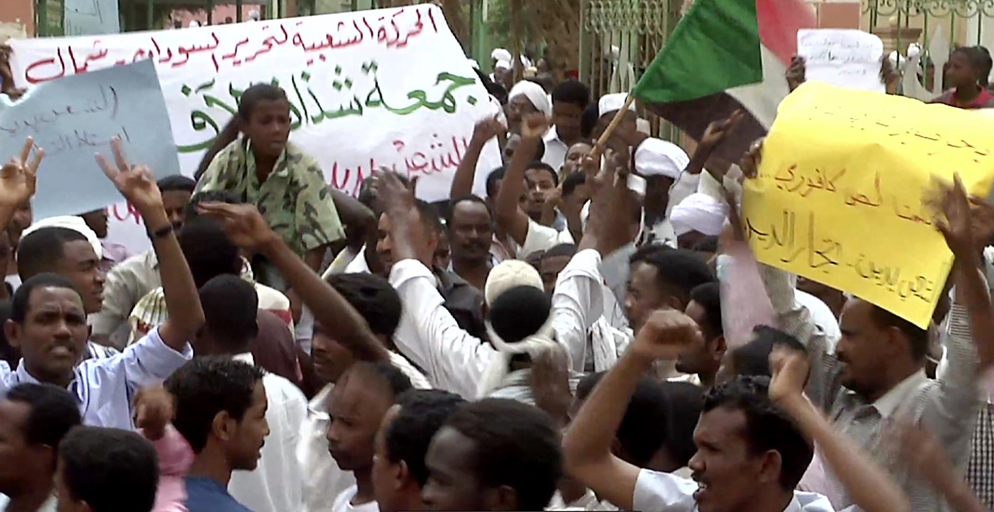 Photo of غضب شعبي واسع في السودان.. والنظام يعلن حالة الطوارئ