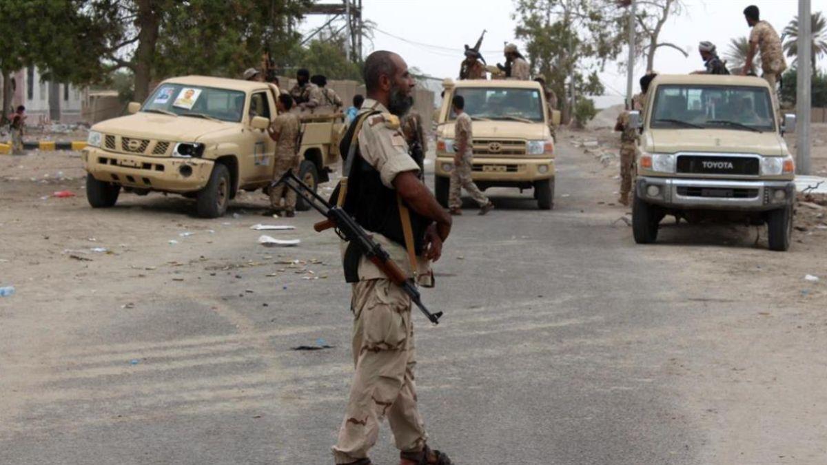 Photo of الشرعية تدفع بتعزيزات متتالية إلى أبين.. بعد نصب الإنتقالي كميناً لقواتها