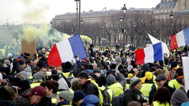 "Photo of لأول مرة.. باريس تشهد تظاهرة لحركة ""الشالات الحمراء"""