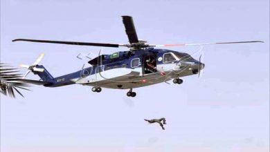 Photo of مشهد مرعب !!! لحظة سقوط جندي سعودي من مروحية