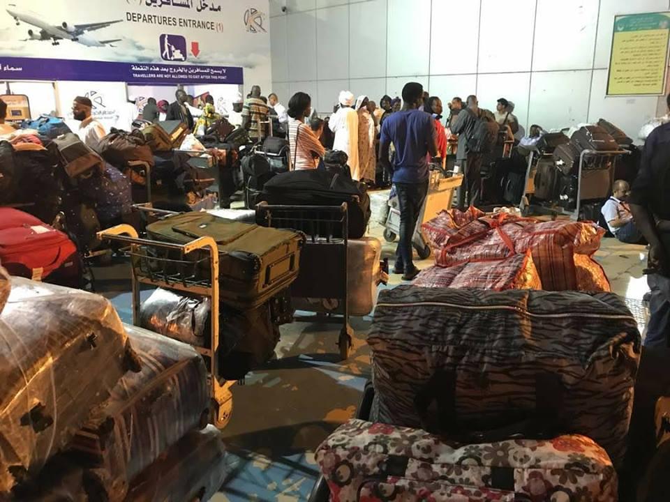 Photo of اهانة كرامة اليمنيين في مطارات الخارج.. آخرها ما تعرضت له هذه المرأة بالخرطوم