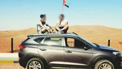 "Photo of ""صورة"" اسرائيليين على سطح سيارة في الإمارات!"