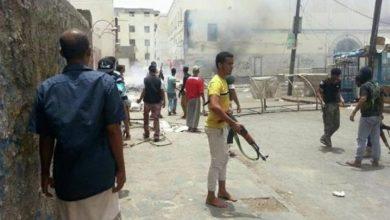 Photo of باستخدام قنابل يدوية.. اشتباكات عنيفة وسط مدينة عدن