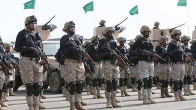 Photo of السعودية ترفع علمها على جزيرتين يمنيتين وتستحدث مخازن أسلحة