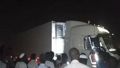 Photo of السودان  شاهد الثوار يطردون شاحنة مساعدات إماراتية
