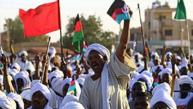 Photo of المتظاهرون السودانيون يدخلون مقر إقامة البشير في الخرطوم