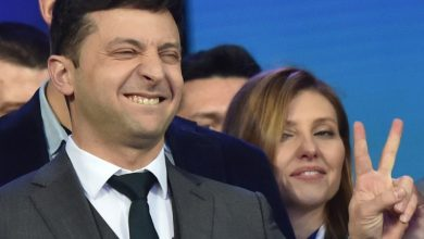 Photo of ممثل كوميدي يفوز برئاسة أوكرانيا