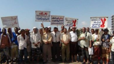 Photo of أهالي عدن يحتجّون على استمرار بسط ونهب أراضيهم