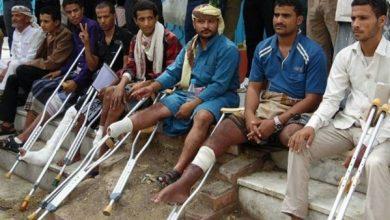 """Photo of بعد تخلي """"الشرعية"""" عنهم.. الجرحى يبحثون عن إفطار في مساجد الهند (فيديو)"""