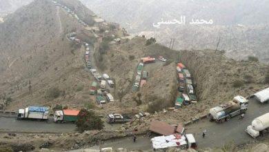 """Photo of لليوم الثاني.. جماعة """"أبو العباس"""" تقطع الطريق الرئيسي بين تعز وعدن"""